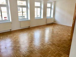 NEU! ** Schöne 3-ZKB mit Balkon + Parkett + PKW-Stellplatz in toller Wohnlage **